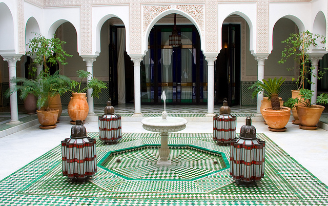 Home decorating tips moroccan style for Moroccan style home accessories