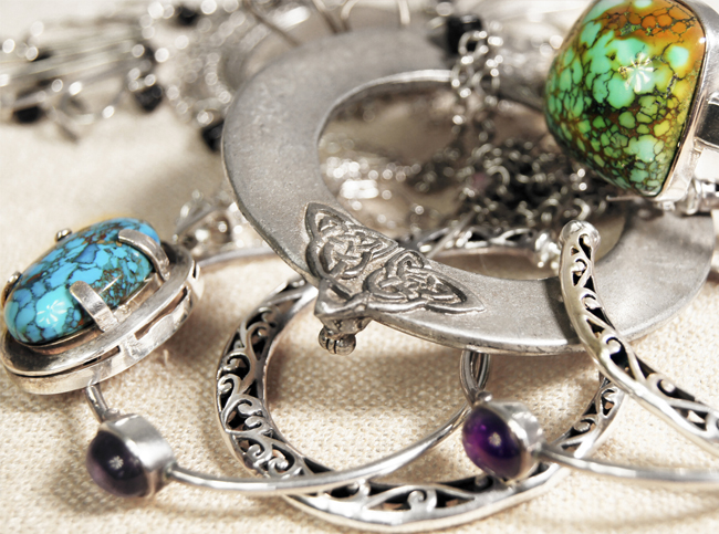 how to clean silver and silver jewelry. Black Bedroom Furniture Sets. Home Design Ideas
