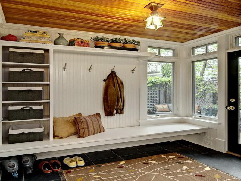 Don t miss these decoration and storage mudroom ideas for Mudroom locker design plans