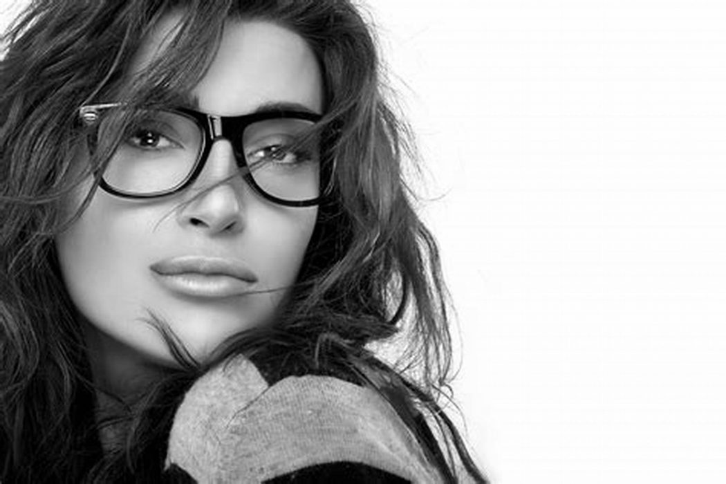 8929b35df03 Follow Latest Eyewear Trends if You Buy Glasses Now. eyewear