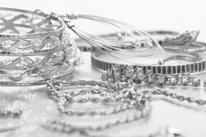 How to Clean Jewelry With a Jewelry Cleaner